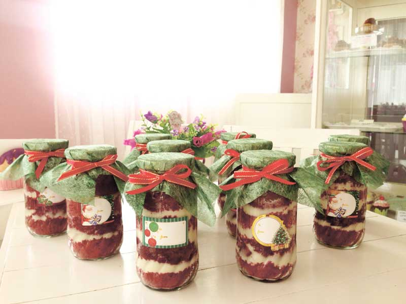"""Perfect as giveaways and gifts is the """"Scarlette"""" in a jar"""