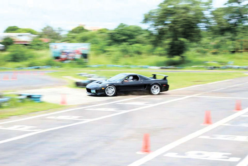 REAL AUTOCROSS. An Acura NSX goes through the Autocross course at the Kartzone circuit.