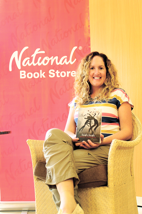 """BEST-SELLING AUTHOR. Becca Fitzpatrick, best-selling author of the """"Hush, Hush"""" saga, visited Cebu last March 30 to promote her latest novel in the series, """"Black Ice"""" in a book signing event hosted by National Bookstore (NBS) at the Ayala Center Cebu."""