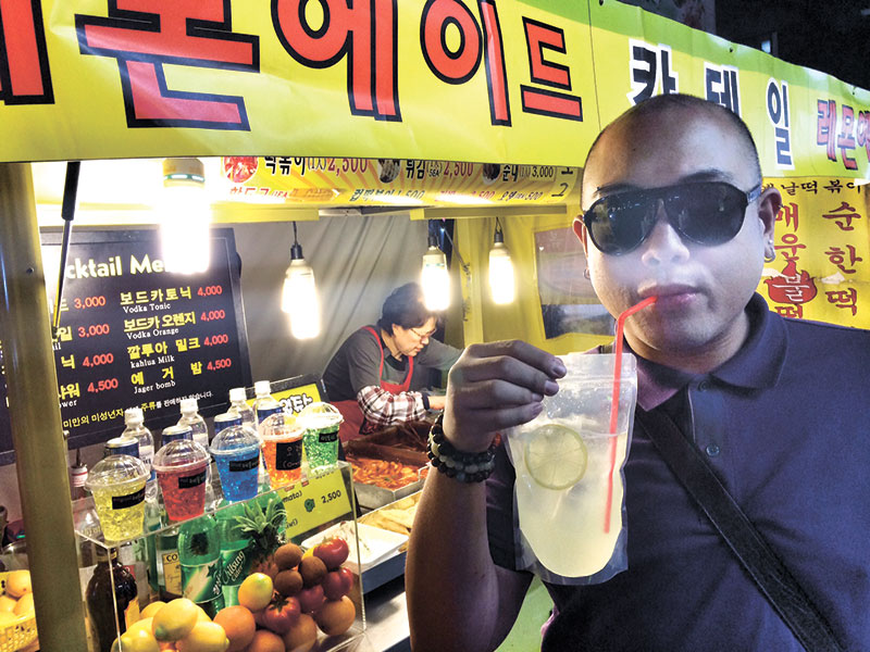 Cocktails in a bag! In this picture, I am having a yellow lemonade. They mix in a lot of freshly squeezed lemon juice in Chilsing Cider (a really yummy soda) with a lot of ice. So refreshing!