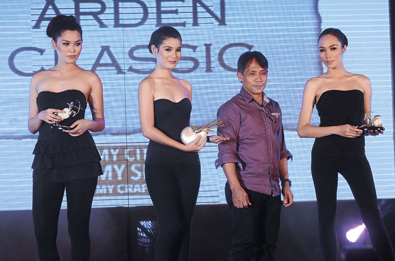 Arden Siarot of his eponymous Arden Classic brand with the models holding his designs.