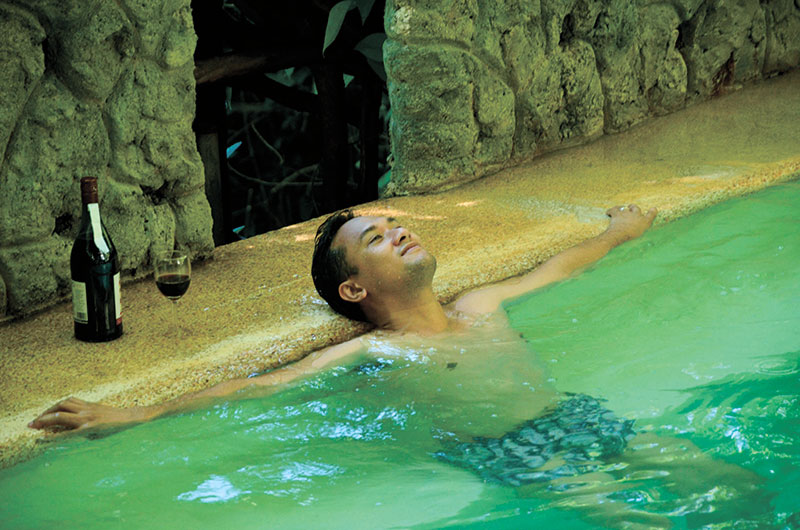 ESOY SPRING. The pool that catches the hot, sulfuric water of esoy's hotspring. (Foto by Yan Baring)