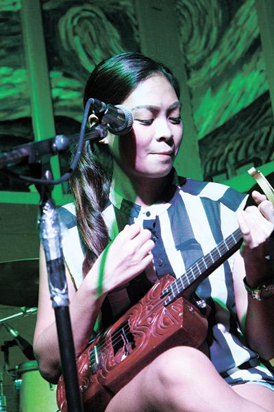 UKULELE LOVING. Dawn Mirafuentes, a member of Ukulele Cebu, cradles her happy instrument.