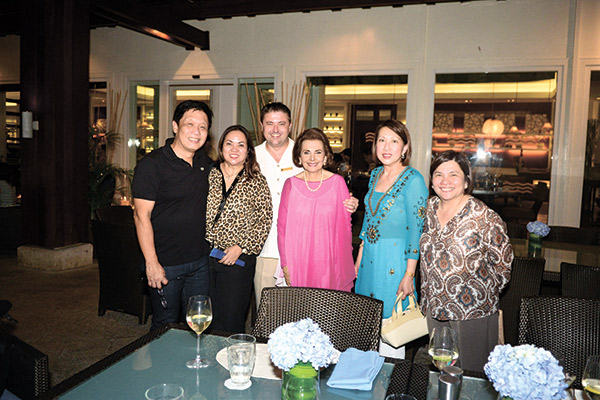 Winglip Chang, Pinky Chang, Shangri-La Mactan's director of food and beverage Ben Martlew Teresin Mendezona, Elvira Luym, and Marissa Fernan