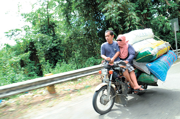 HELMET BAN. In most parts of the country, motorcycle riders are required to wear helmets for safety reasons. But not in Dagupan City, where an ordinance was recently passed banning the use of helmets and other objects that cover the face. City Officials contend that the ordinance aims to minimize crimes done by motorcycle-riding individuals. (SUN.STAR FILE PHOTO)
