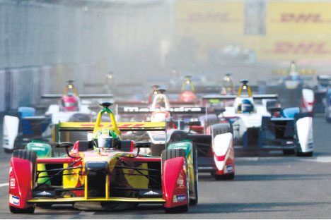 FORMULA E WINNER. Audi Sport ABT's Lucas di Grassi of Brazil races ahead at the start of the inaugural Formula E all-electric auto race in Beijing. Di Grassi crossed the finish line first to win the Sept. 13 event. (AP FOTO)