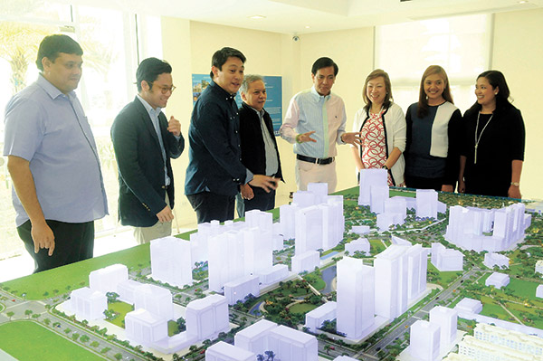 Cebu City Mayor Mike Rama, Filinvest Land Inc. CEO Josephine Gotianun-Yap, colleagues and staff unveil the 50-hectare City di Mare community at the South Road Properties.