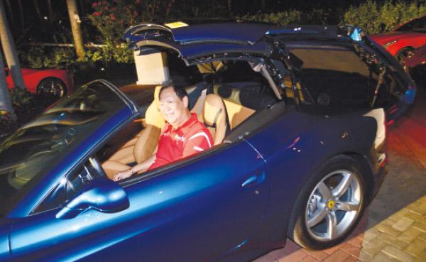 HARDTOP CABRIO. Autostrada Motore president Wellington Soong demonstrates the Ferrari California T's retractable hardtop with one fluid motion.