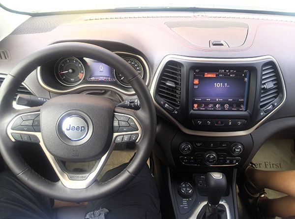 LUX INTERIOR. The Jeep Cherokee Trailhhawk has a nice and luxurious interior, complete with all the amenities that a luxury car should have: nice comfortable leather seats, a good sound system and a cold air-conditioning. (Contributed photo)