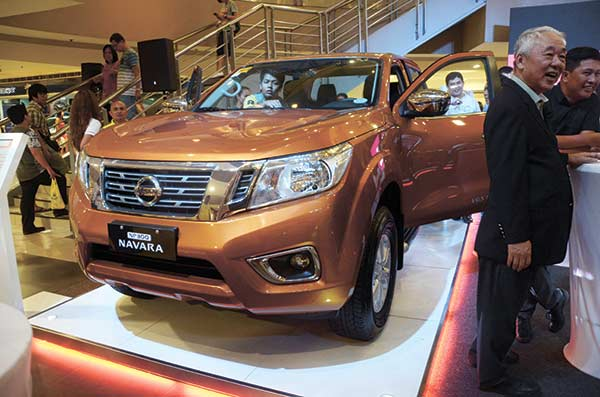 DYNAMISM, DURABILITY. The all-new Navara makes a strong first impression with its dynamic convex and concave surfaces. More features that enhance dynamics and torsional stiffness for durability, among others, make the Navara worth checking out.