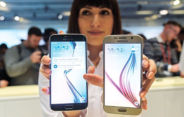 S6 PHONES. The new Galaxy S6 (right) and S6 Edge: a better design, a better camera and fewer frills make the new Galaxy S6 phones the best Samsung has yet to offer. (AP FOTO)