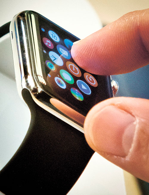 UNDER TIGHT WATCH. For now, only a handful of stores are carrying Apple Watches and quantities are limited. (AP FOTO)
