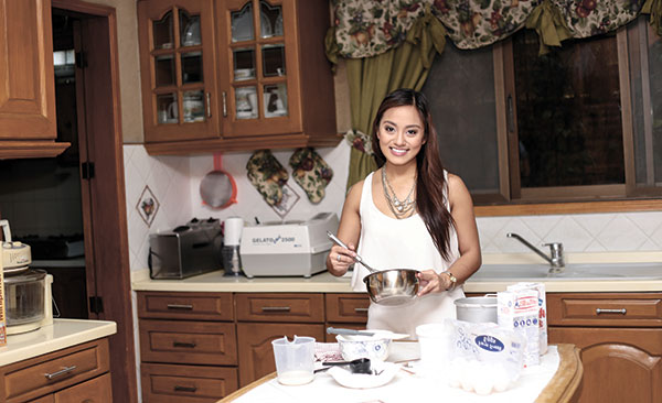 WHERE THE MAGIC BEGINS. All this ice cream goodness starts in Alyssa Lao's kitchen. Inset: Blueberry Bread Pudding and Nutty Business are just two of Scoops by Edrea's most sought after flavors.
