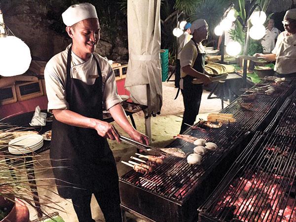 Barefoot Barbecue at the Shangri-la beachfront!