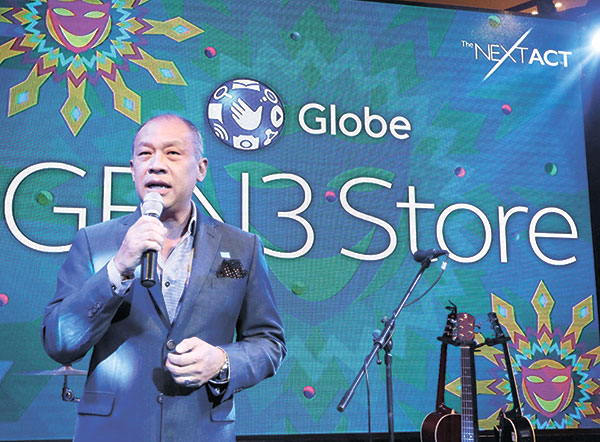 Globe President and CEO Ernest Cu opens the new GEN3 store inside Ayala Center Cebu. (Alex Badayos)
