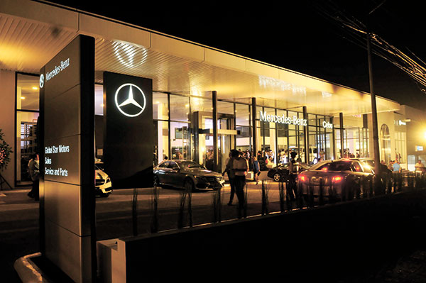 SHINING BRIGHT. The world-class showroom for Mercedes Benz, Chrysler, Dodge, Jeep and Ram brands in Nivel Hills, Lahug, Cebu City teems with life during its recent opening. (SUN.STAR PHOTO/ARNI ACLAO)