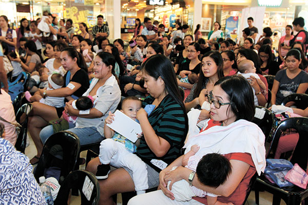 Hakab Na! Big Latch On 2015 at the Ayala Center Cebu. (Photo by Jay Labra)