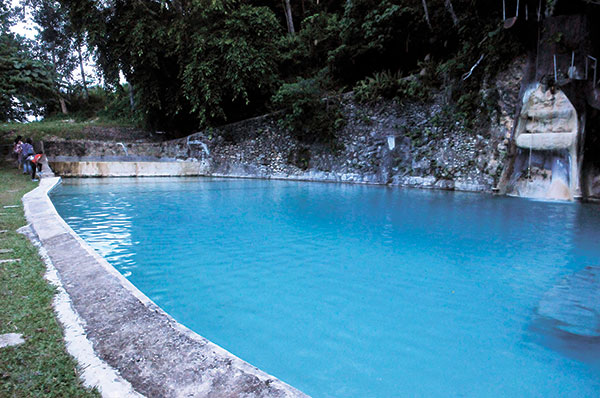 THE COOLEST POOLS. Fresh spring water from Argao's mountains fill the pools in Coal Mountain Resort.