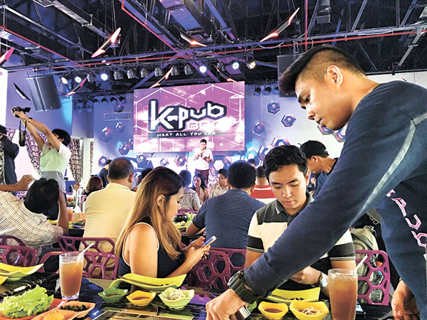 KPub crew will help you grill your food while you post on Facebook and Instagram!