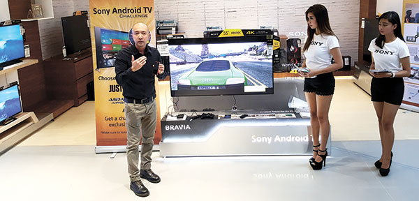 ADVANCED VIEWING. Sony Philippines Product Specialist Ian Pangilinan demonstrates the features of the Sony Bravia Android TV at the newest and largest Sony Centre in the country.