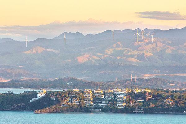 ISO 3200, Focal 195mm, 1/200, f16. Taken during sunset on the highest peak of Boracay.