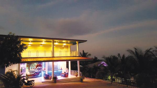 JSJS Mountain Resort at night