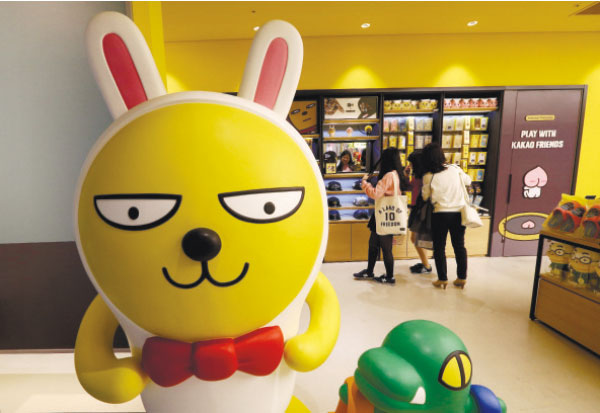 KAKAO CHARACTER. A popular character of Kakao Talk is displayed at Kakao Friends Shop in Seoul, South Korea. Kakao Talk and Line are two Asian mobile messengers that outgrew Facebook and Twitter in Japan and in South Korea in terms of user number. (AP PHOTO)