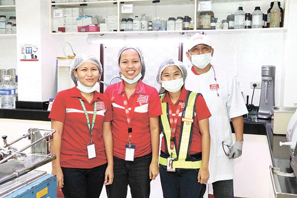 FEMSA STAFF. Coca-Cola FEMSA's Cebu Region commercial operations employs over 460 associates and serves close to 42,000 retail establishments. The Cebu plant alone employs close to 220 associates.