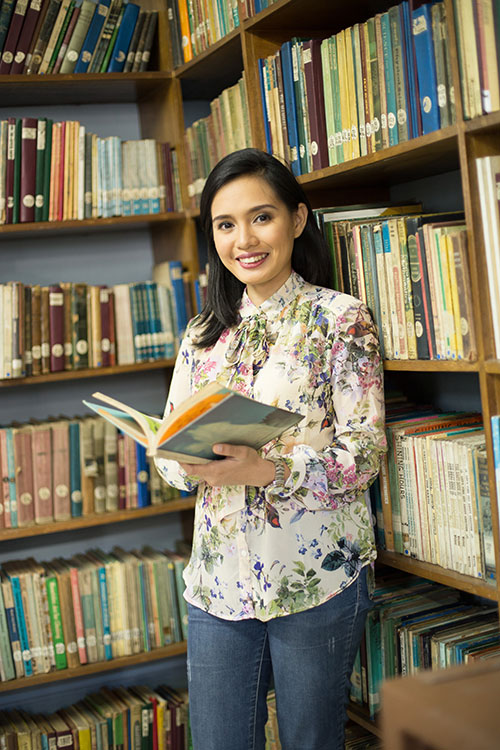 BOOKWORM. Stephanie Jarina, along with friends from the Youth for a Livable Cebu, is on a mission to revitalize the Cebu City Public Library. Her goal is to turn the library into an information a that is adaptive to today's technologies.