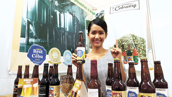 Toni Despojo of The Cebruery holds up a bottle of Best of Cebu 2015, a Belgian India Pale Ale that the Best Craft Beer winner prepared for the special occassion.