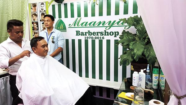 A guest tries out Cebu's Best Barber, Maanyag Barbershop.