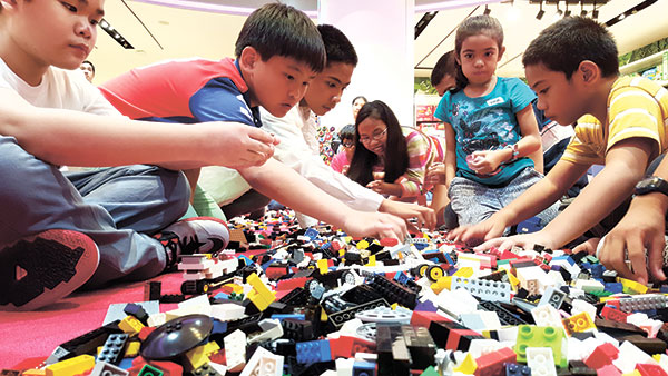 TIME TO BUILD. The Rustan's Lego Corner held an exciting Lego Building competition for the 4-6, 7-10 and 11-14 age categories.