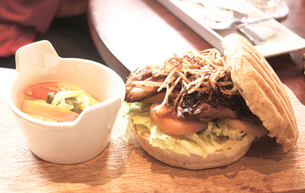 Barbecue Chicken with Caramelized Bean Sprouts and Onion on Wholemeal Bun