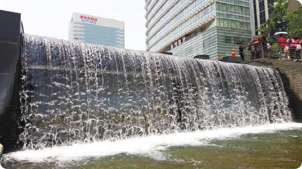 Cheonggyecheon Falls