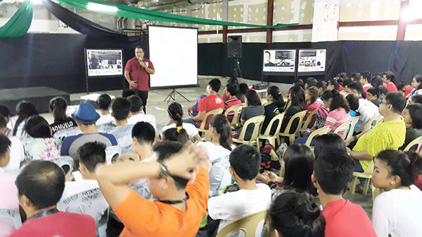 Students from different public schools all over Panay together with amateur photographers attend the weeklong photography activities during the Iloilo Photo Festival at Robinson's Mall in Iloilo.