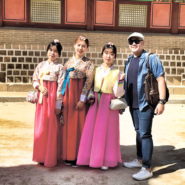 South Korean ladies in their traditional dress. Many of them dress like this on Sundays, for free entrance I think.