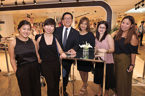 Rustan's Marketing Communication Division Teija Lacson, Em Osano, Rustan's Cebu Store Manager Pepet Macachor, Marketing Manager for Home Division Malu Liu, Associate Merchandise Manager for Home Luxury Sybil Gualberto and Merchandising Assistant for Lalique (Rustan's) Angelie Donila
