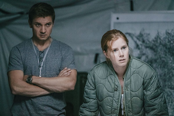 """Jeremy Renner (left) and Amy Adams in a scene from """"Arrival."""" (AP PHOTO)"""
