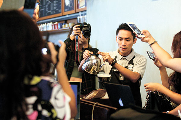 A demonstration of the pour over coffee using Benguet beans by one of Bo's baristas.